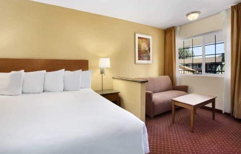 Days Inn & Suites - Room - 2