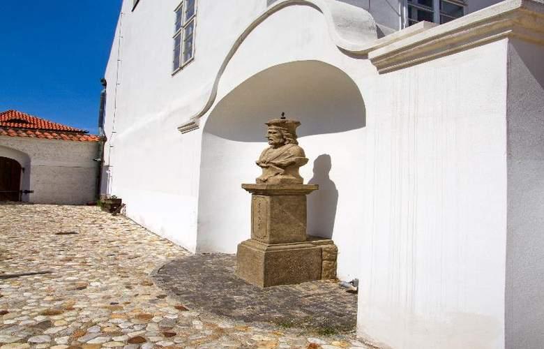 Monastery Garden - Hotel - 3