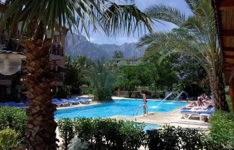 Rose Hotel - Pool - 3