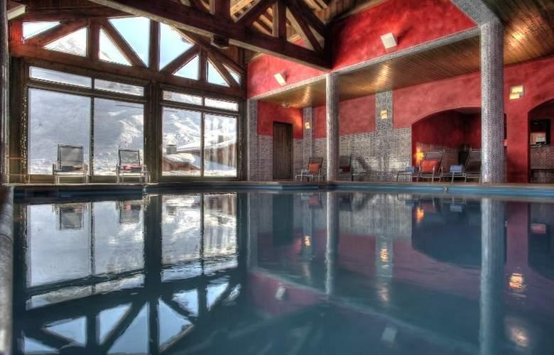 Suites du Montana - Pool - 7