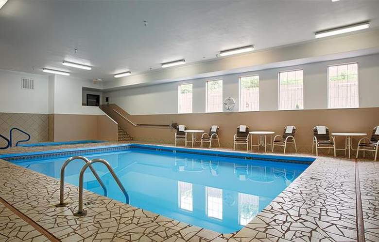 Best Western Topeka Inn & Suites - Pool - 50