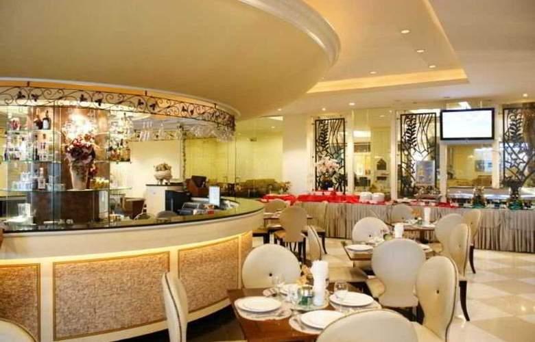 LK Royal Suite - Restaurant - 10