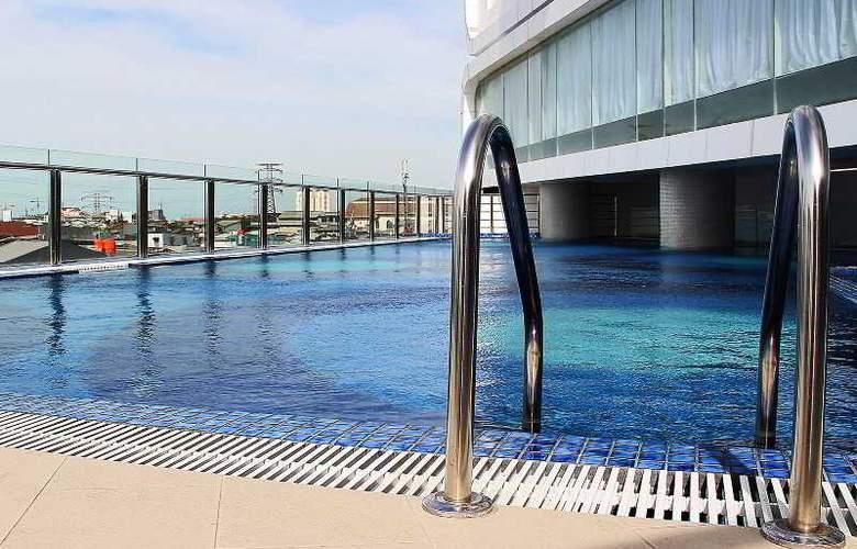 Hariston Hotel & Suites - Pool - 27
