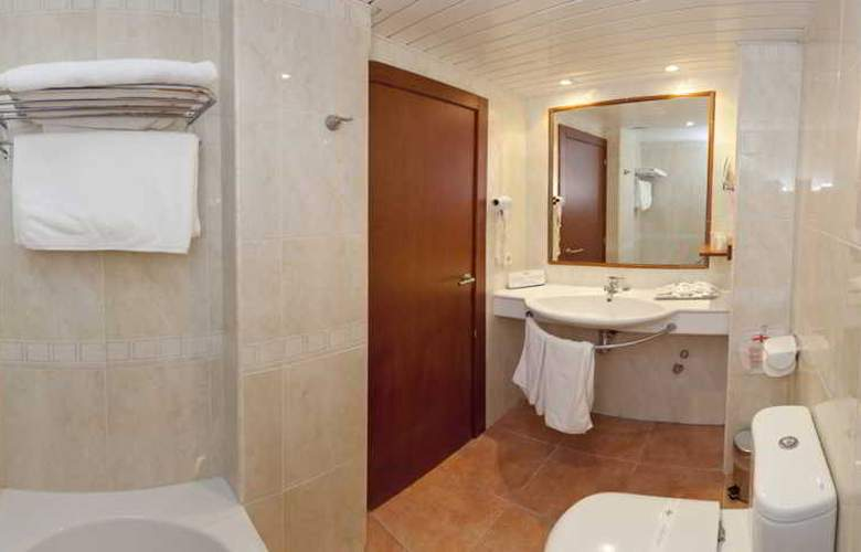 Simbad - Room - 12