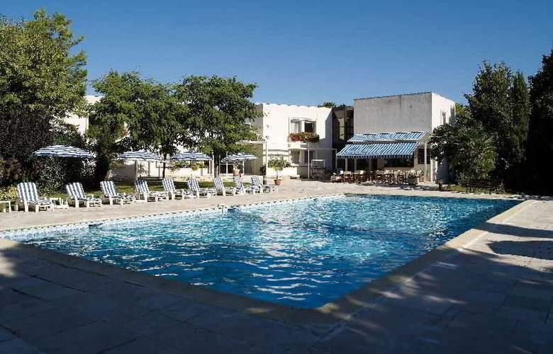 Interhotel La Closerie - Pool - 9