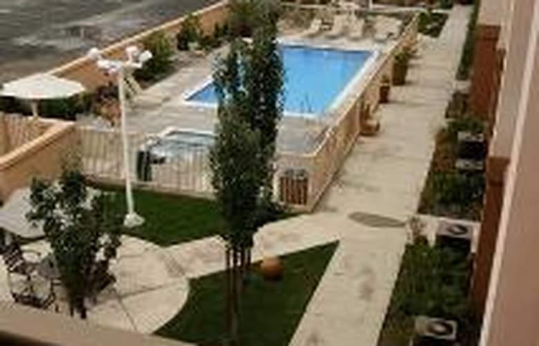 Hampton Inn & Suites Redding - Sport - 2