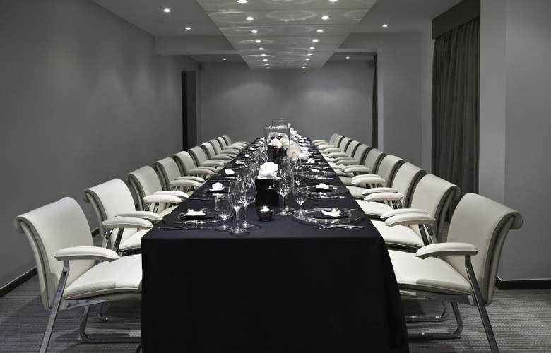 The Metropolitan - Conference - 10