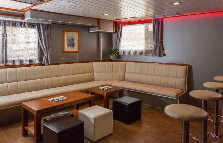 Cruise from Dubrovnik on M/S Leonardo - Bar - 11