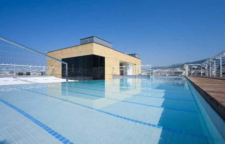 Jona Split - Pool - 15