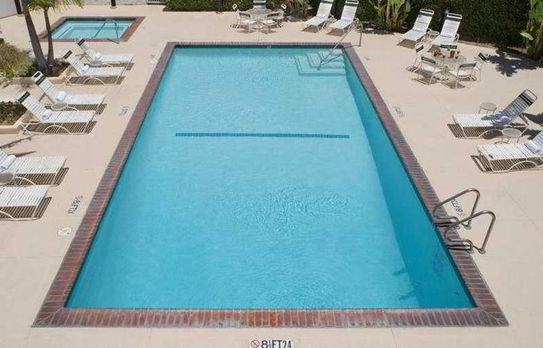 Holiday Inn Select La Mirada - Pool - 2