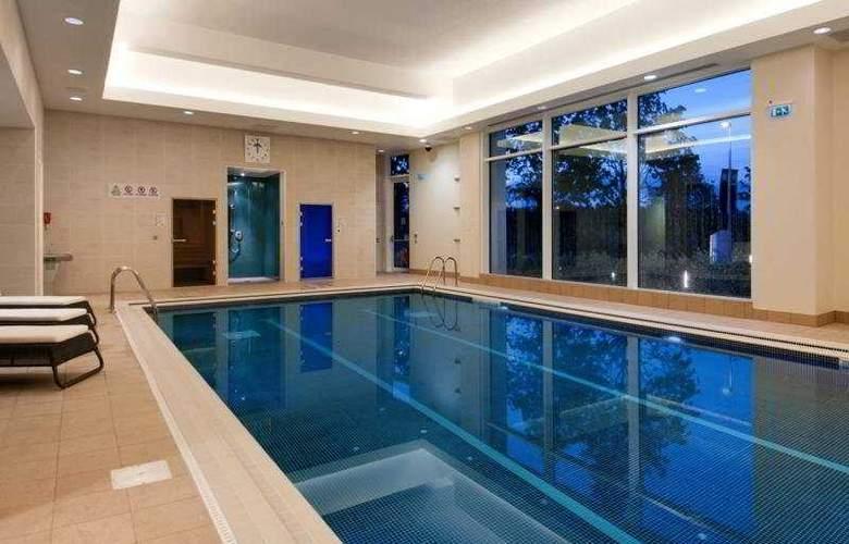 Hilton Reading - Pool - 13