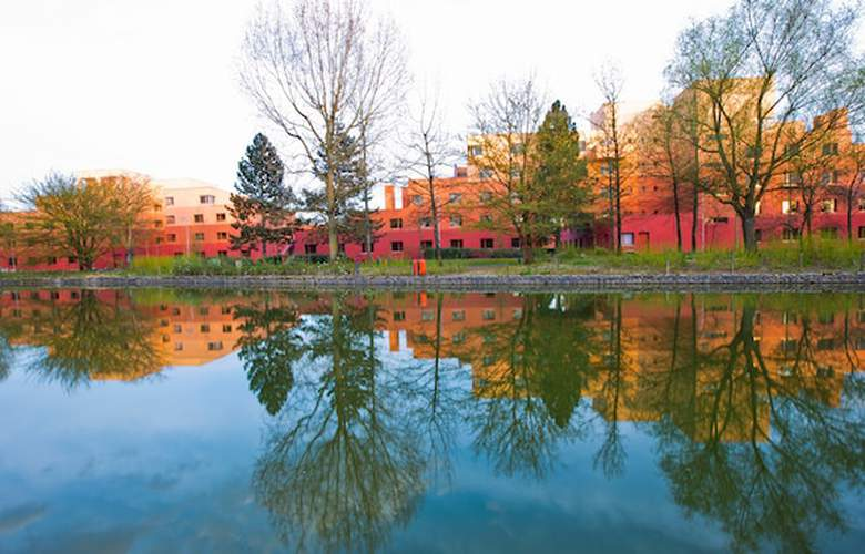 Disney's Hotel Santa Fe - Environment - 3