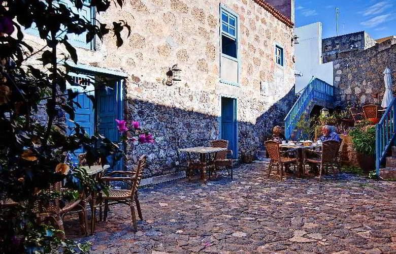 Hotel Rural 4 Esquinas - Terrace - 14