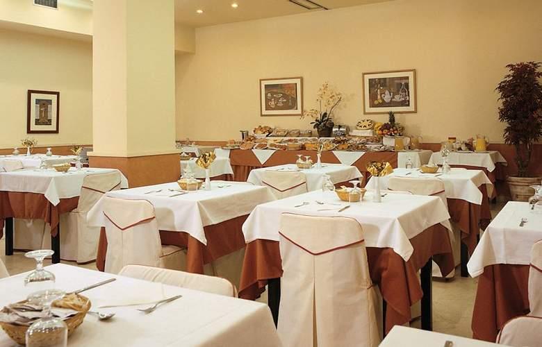 Hotel Glories Sercotel - Restaurant - 4