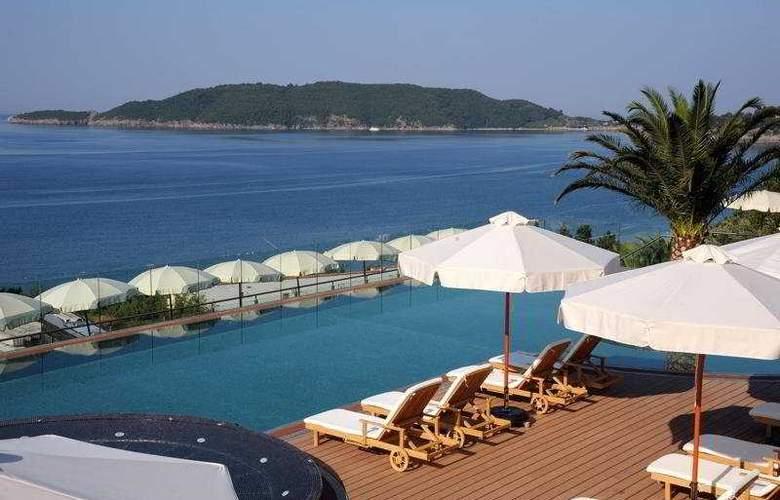 Queen of Montenegro - Pool - 5