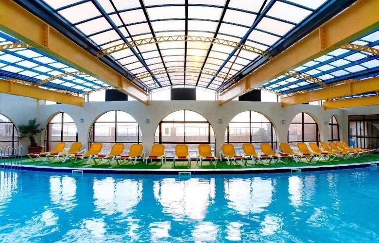 Paradise Bay - Pool - 6