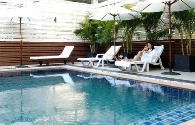 FuramaXclusive Sukhumvit Bangkok - Pool - 12