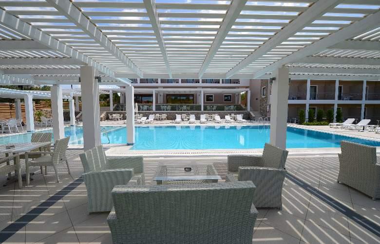 Arty Grand Hotel - Pool - 14