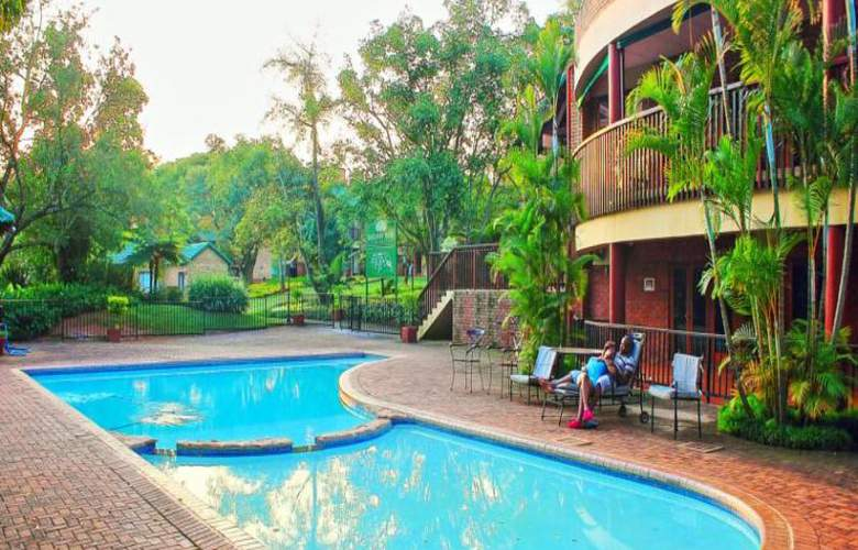 Greenway Woods Resort - Pool - 31