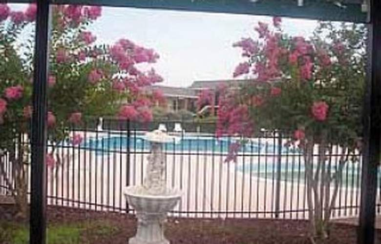 Motel 6 Governors House - Pool - 3