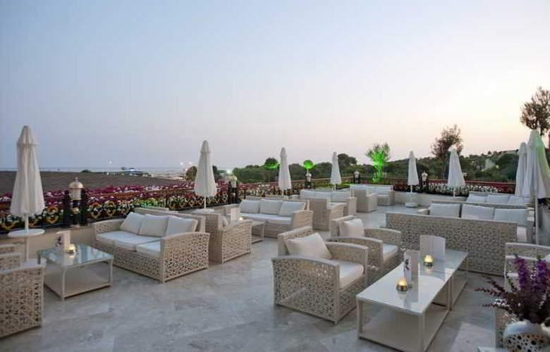 Crystal Palace Luxury Resort & Spa - Bar - 21