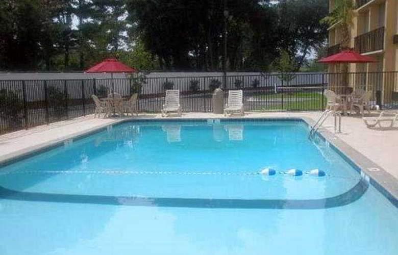 Clarion Inn  North Charleston - Pool - 4