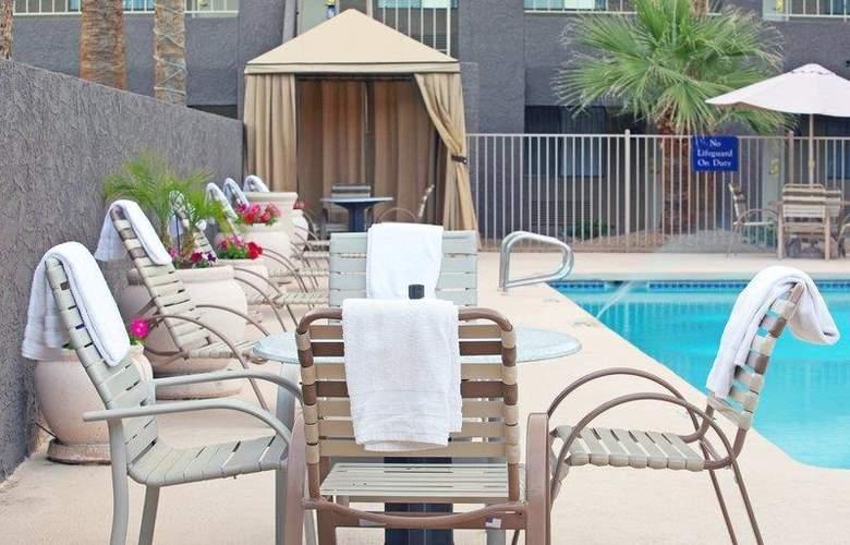Best Western InnSuites Phoenix - Pool - 72