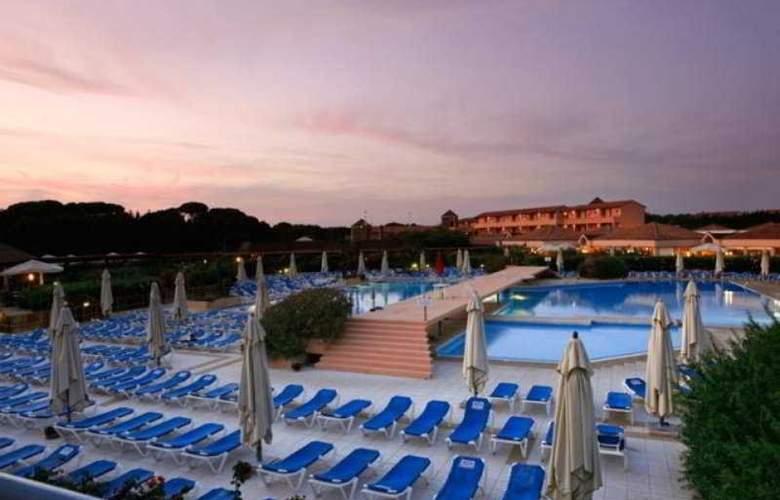 Garden Club Toscana - Pool - 22