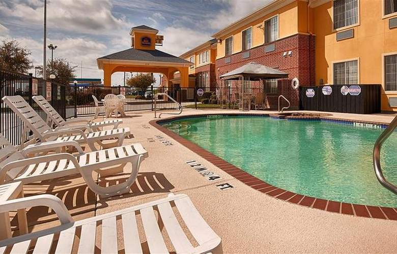 Best Western Fort Worth Inn & Suites - Pool - 77