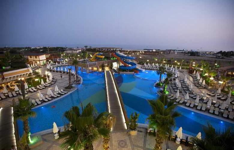 Crystal Palace Luxury Resort & Spa - Pool - 14