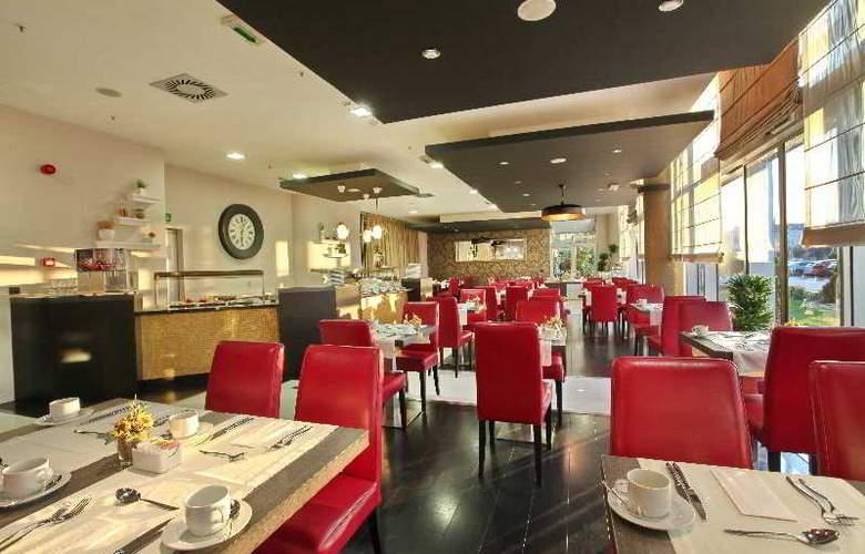 Holiday Inn Belgrade - Restaurant - 20