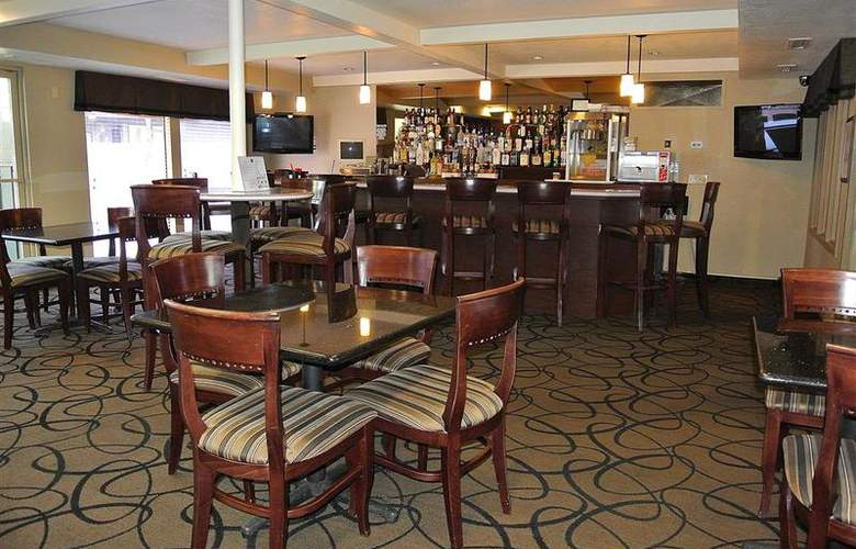 Best Western Town & Country Hotel - Bar - 59