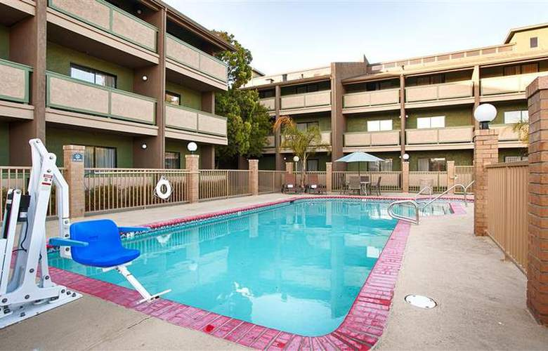 Best Western Plus Forest Park Inn - Pool - 29
