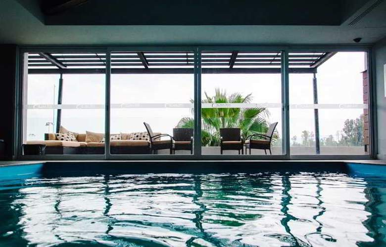 Casa Inn Celaya - Pool - 10