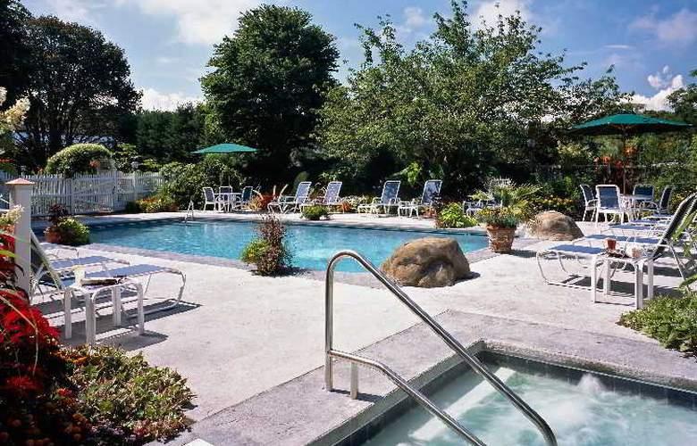 Dan'l Webster Inn - Pool - 12