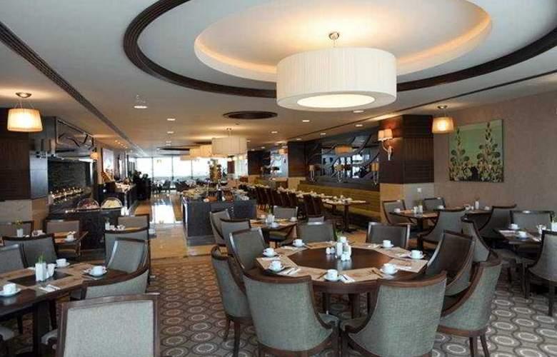 Titanic Port Hotel - Bar - 6