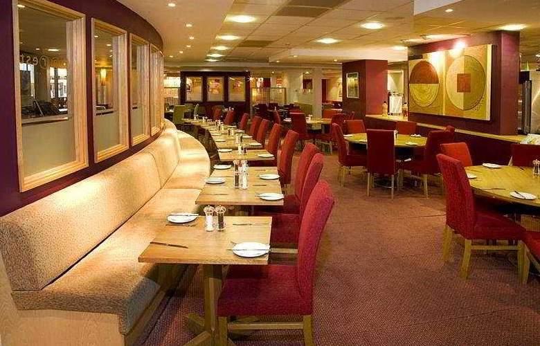 Premier Inn Heathrow Airport - Restaurant - 5