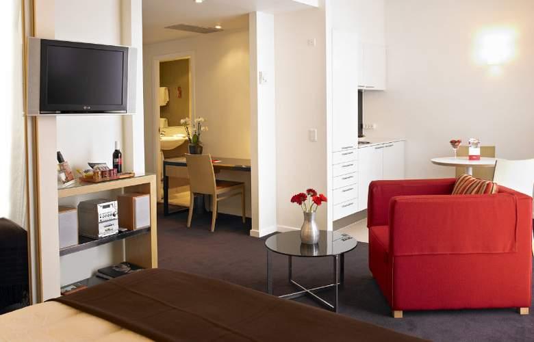 Adina - Room - 8