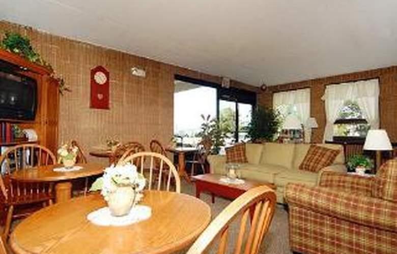 Econo Lodge Inn & Suites Outlet Village - General - 2