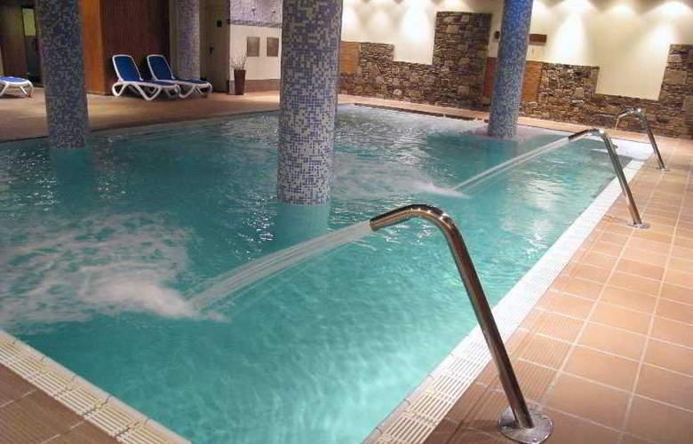 AJ Hotel & Spa - Pool - 5