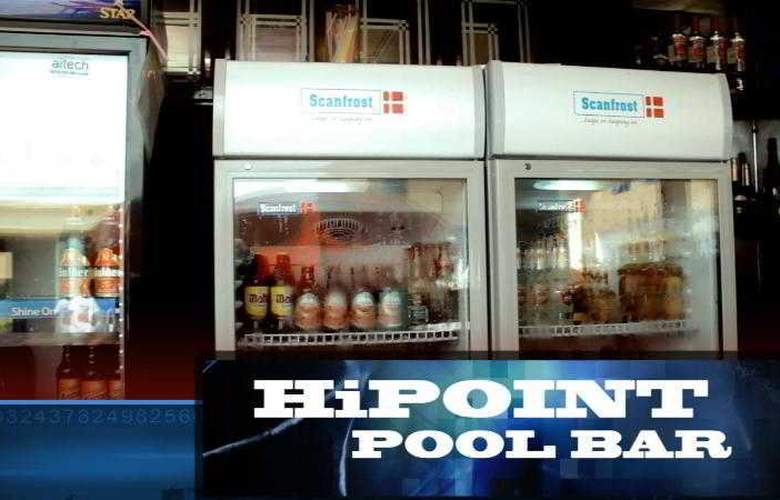 Hipoint Hotel and Suites - Bar - 4
