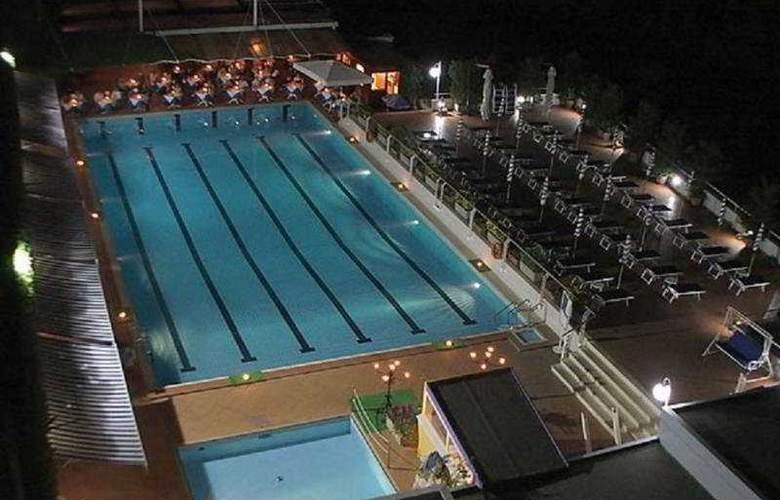 Best Western La Solara Sorrento - Pool - 4