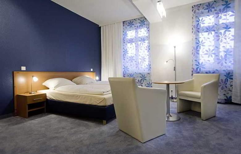 Bayrischer Hof - Room - 1