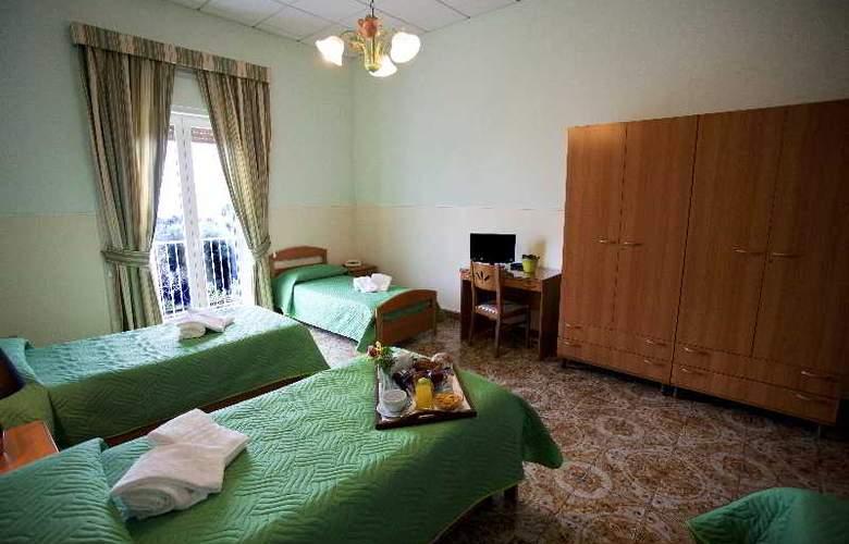 Sisters Hostel - Room - 0