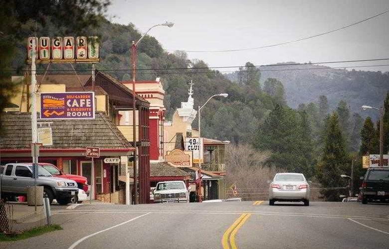 Best Western Plus Yosemite Way Station - Hotel - 8