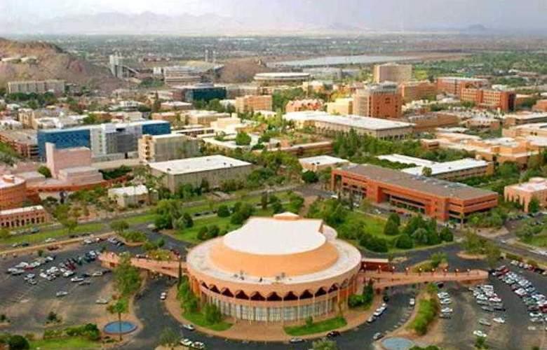 Courtyard Phoenix Airport - Hotel - 1