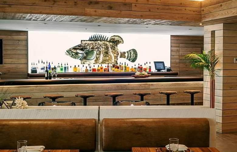 Hampton Inn & Suites Islamorada - Bar - 15