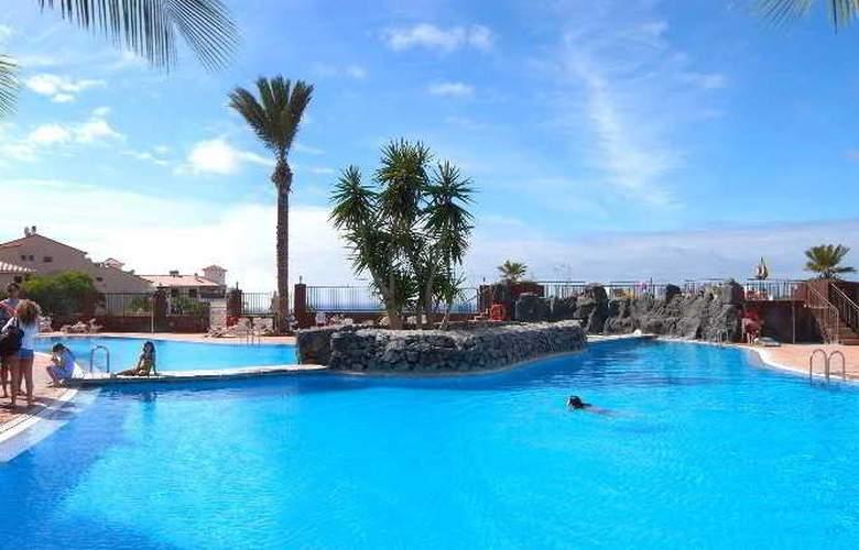 Grand Muthu Golf Plaza - Pool - 9