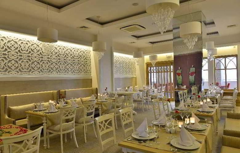 Side Crown Serenity - Restaurant - 12