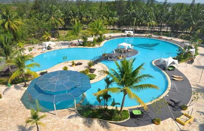 HARRIS Waterfront Batam - Pool - 2